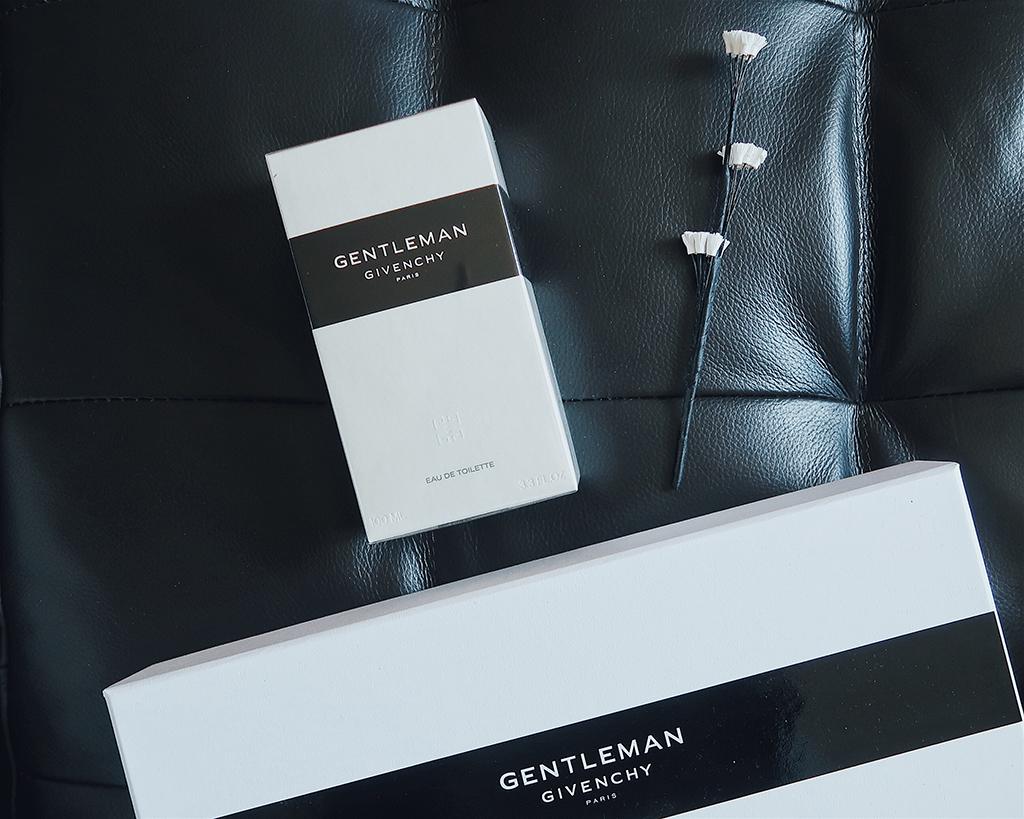 Karácsonyi ajándékötlet férfiaknak: Givenchy Gentleman parfüm + játék